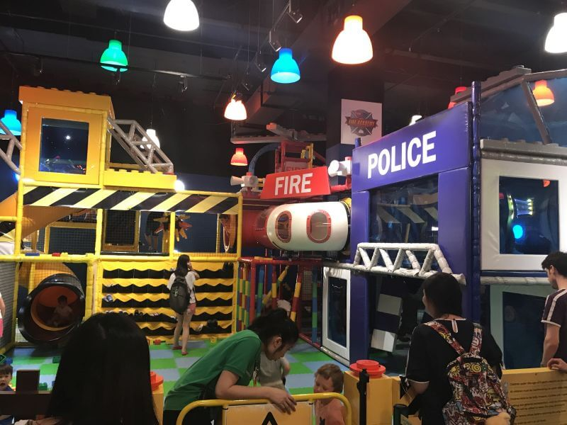 Showing the indoor play area at Legoland Discovery Centre