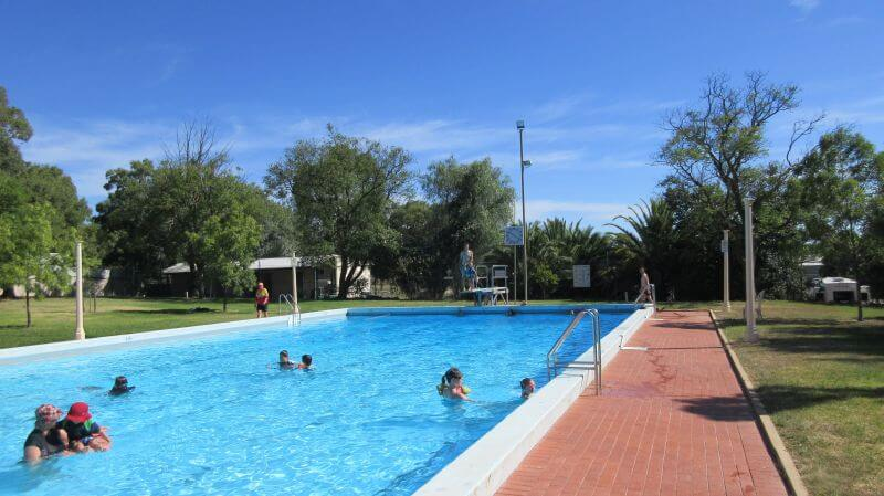 The Rutherglen Swimming pool. The best way to cool off in the heat. Rutheglen is family friendly wine region with many of the best rutherglen wineries for familes located close to town. Hill Tribe Travels loves Rutherglen
