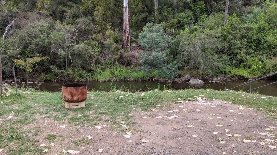 Jamieson Caravan Park. River front sites. Hill Tribe Travels visited Jamieson Caravan Park on a family long weekend.